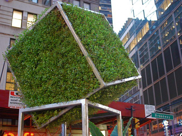 nyclovesnyc.blogspot._com_2012_08_broadway-green-sculpture-with-nature-by._html-630x469