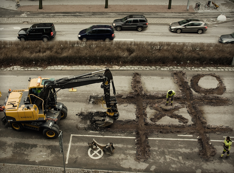 impossible-photo-manipulation-image-editing-roadworkers-coffee-break