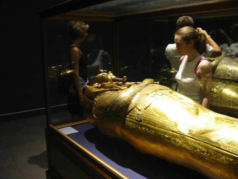 02_20030525_Tutankhamun_coffin_Egyptian_Museum