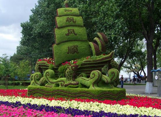 seedorama._com_2010_06_21_31-stunning-grassplant-sculptures_