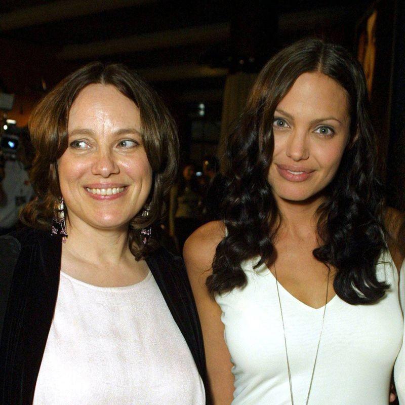 1. Прекрасные Анджелина Джоли и её мама Маршелин Бертран, которая, к сожалению, скончалась от рака