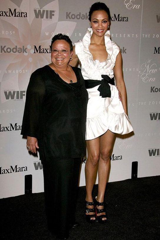 16. Зои Салдана и ее мама Азалия Назарио