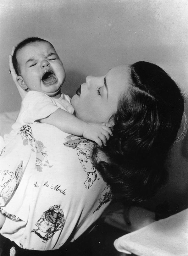 28th May 1947: American actress Judy Garland (1928 - 1969) holding her and film director Vincente Minnelii's daughter Liza, who later became famous in her own right as an actress and singer. (Photo by Keystone/Getty Images)