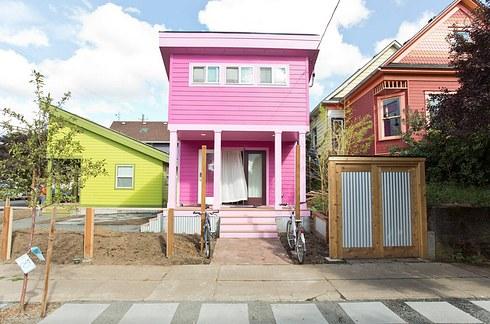 Փոքրիկ վարդագույն տուն