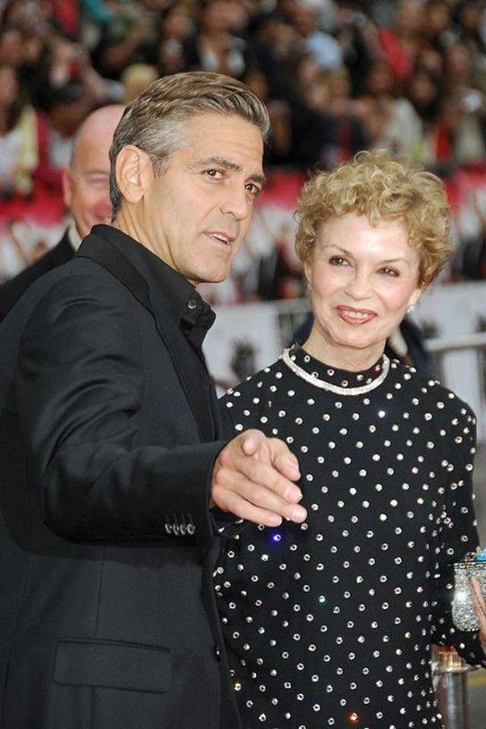 8. Джордж Клуни с мамой Ниной