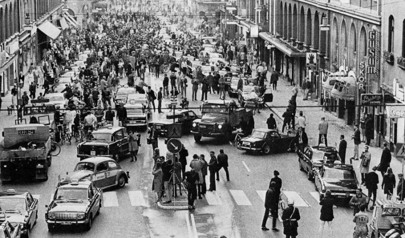 18. Швеция на следующий день после того, как в стране отменили левостороннее движение.