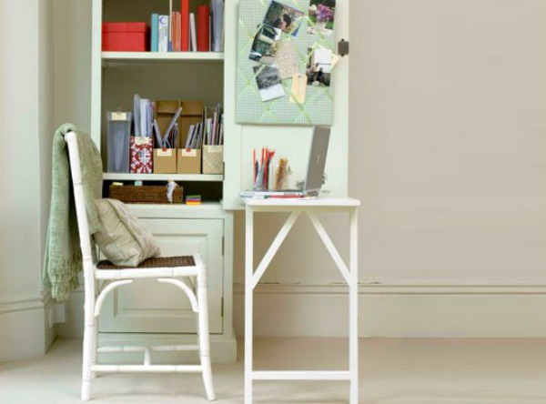 white-fold-down-desk-Space-Saving-Hideaway-Desks-for-Small-Apartment-Designs