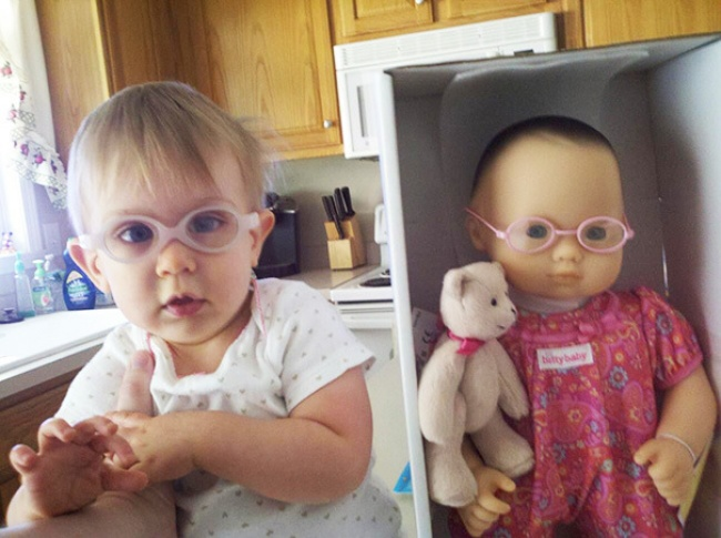 17549660-R3L8T8D-650-babies-and-look-alike-dolls-4__605