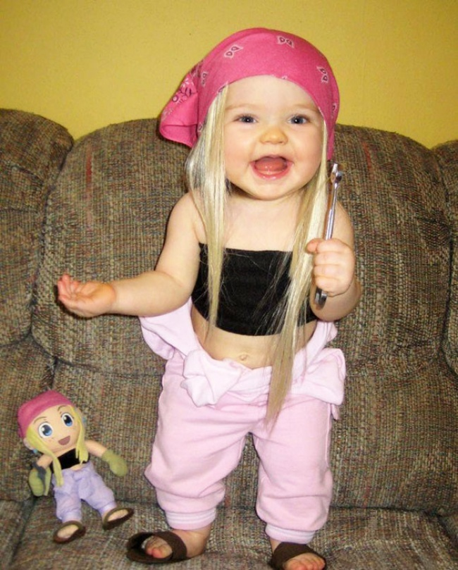 17550760-R3L8T8D-650-babies-and-look-alike-dolls-24__605