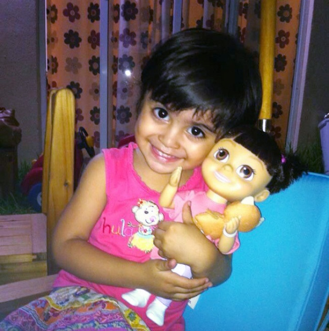 17552860-R3L8T8D-650-babies-and-look-alike-dolls-15__605