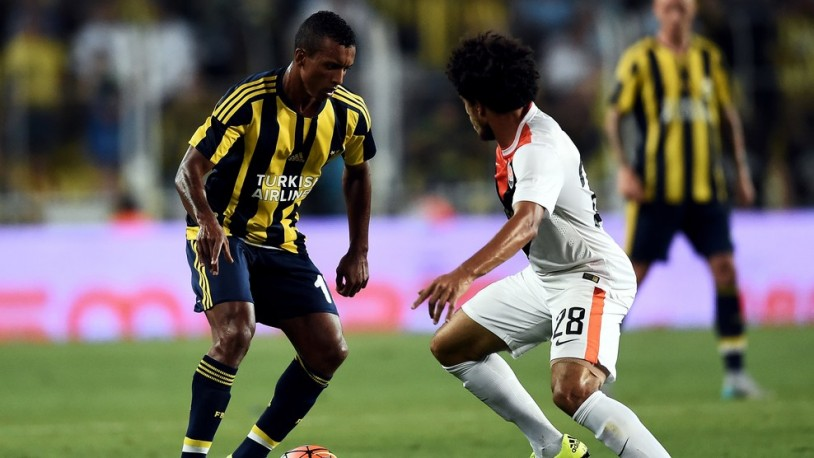 Fenerbahce's Portuguese Luis Nani (L) vies the ball with Shakhtar Donetsk's Brazilian Taison (R) during the UEFA Champions League third round qualifying match between Fenerbahce and Shakhtar Donetsk at the Sukru Saracoglu Stadium on July 28, 2015 in Istanbul. AFP PHOTO / OZAN KOSE        (Photo credit should read OZAN KOSE/AFP/Getty Images)